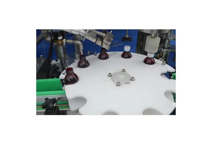 Machine de remplissage de liquide automatique de pompe à piston